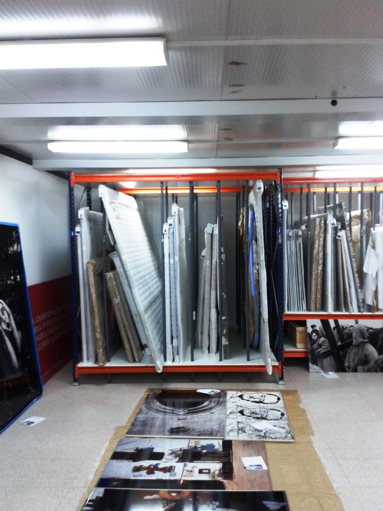 estanterias metalicas para fondos de arte y cuadros