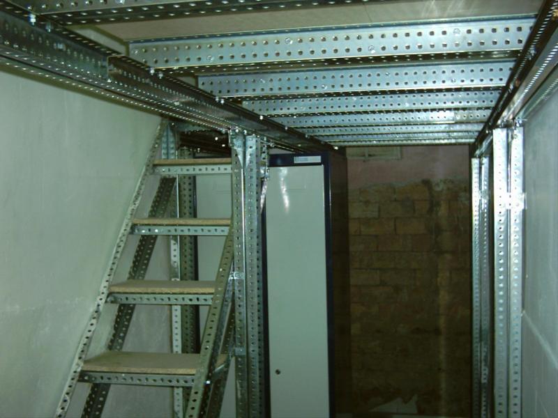 Altillos de angulo ranurado para espacios peque os - Escaleras espacios reducidos ...