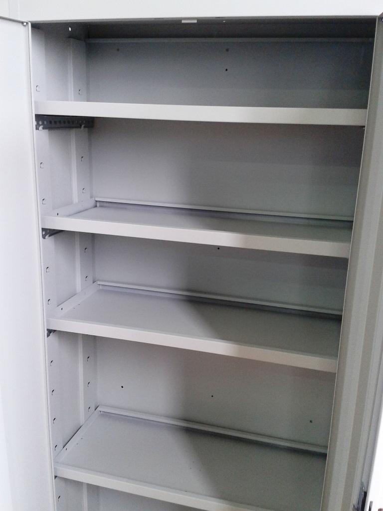 Armarios metalicos de puertas batientes estanterias - Soportes de estanterias ...