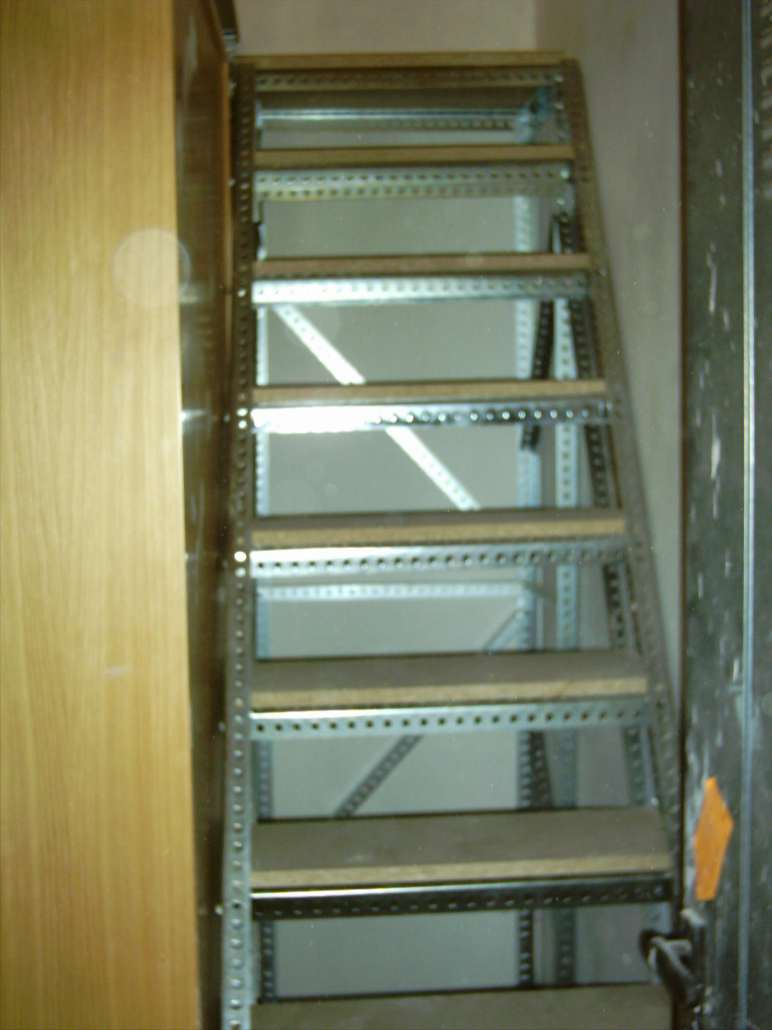 Escaleras de angulo ranurado para altillo a medida - Escalera plegable para altillo ...