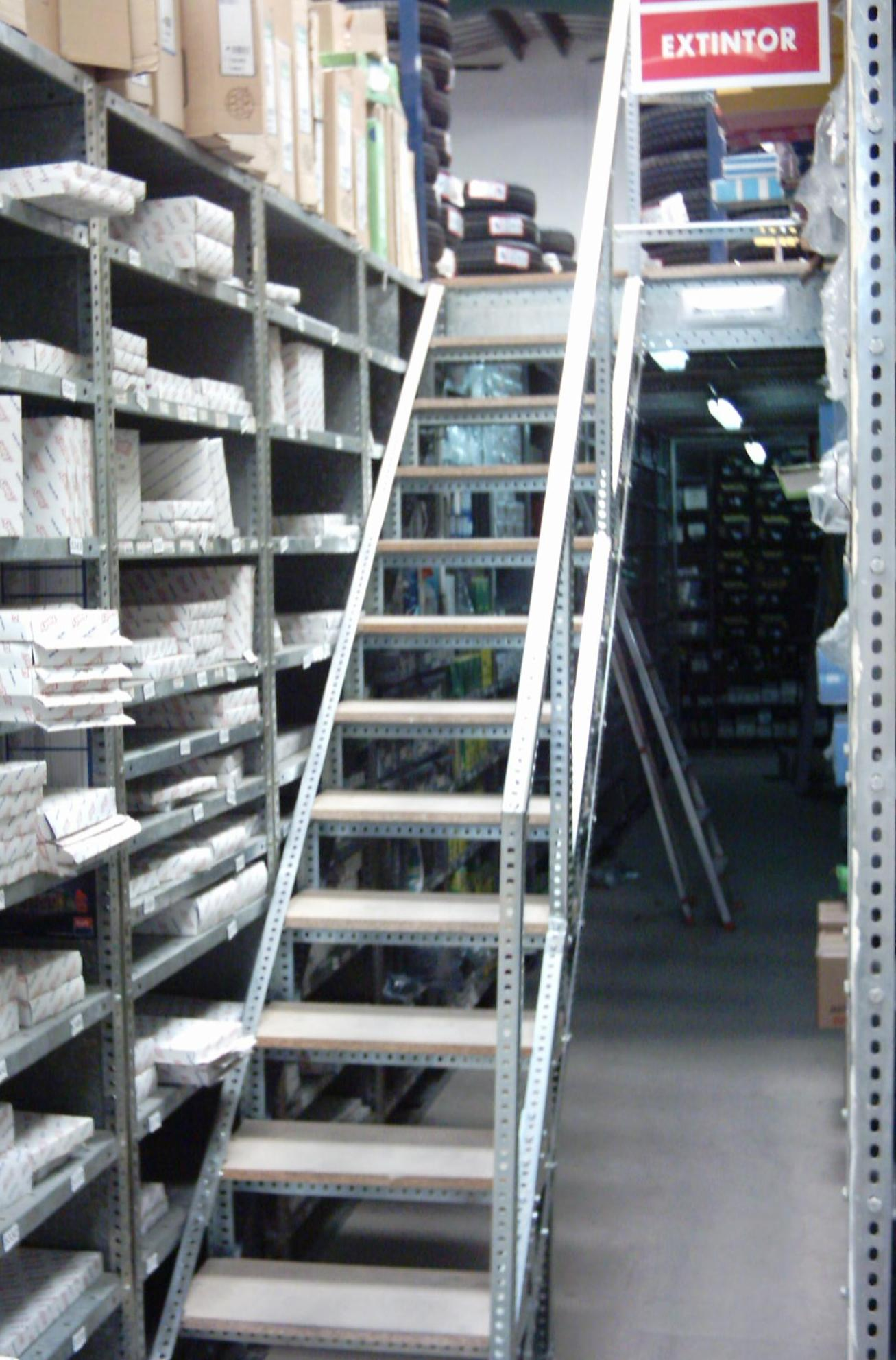 Escaleras de angulo ranurado para altillo a medida - Medidas estanterias metalicas ...