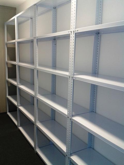 Estanterias metalicas pintadas en blanco y gris | estanterias ...