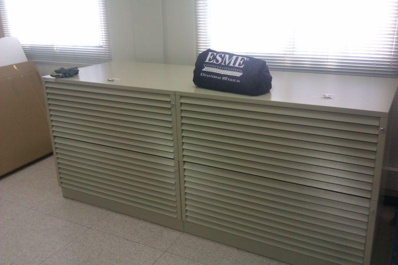 Equipamiento de oficinas con planeros estanterias for Equipamiento para oficinas